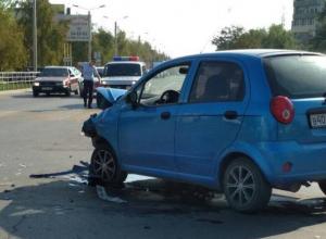 «Шевроле» столкнулся с маршрутным такси №5 на перекрестке улиц Энтузиастов и Черникова в Волгодонске