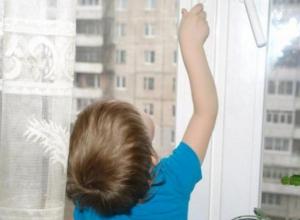 Ребенок выпал из окна третьего этажа в Волгодонске