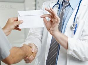 В Волгодонске врач-невролог попался на получении взяток на общую сумму 70 000 рублей