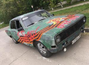 Волгодонские автомоумельцы показали на параде 9 мая свою версию знаменитой «Победы»