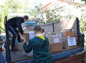 Дети и подростки передали продукты и вещи в дом престарелых