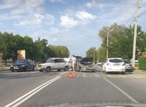 Столкнувшиеся «семерка» и иномарка перегородили дорогу на Кошевого