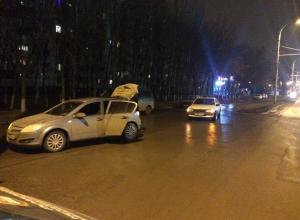 Два «Опеля» не поделили проспект Курчатова в Волгодонске