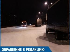 Грузовики-длинномеры устроили стоянку на опасном повороте, - жительница Волгодонска