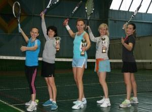 Волгодонцы в возрасте от 9 до 70 лет поборолись за звание лучших в большом теннисе
