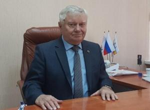 Главврач Виктор Жуков поздравил волгодонских коллег с профессиональным праздником
