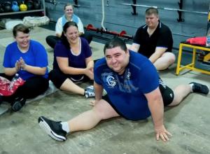 160-килограммовый волгодонец с легкостью сел на шпагат