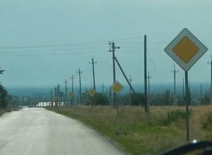 Автомобилисты высмеяли «самую главную дорогу» в Цимлянске