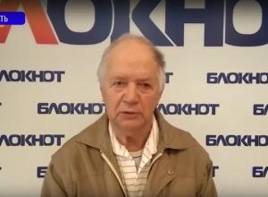 Обращаюсь к администрации Волгодонска с просьбой убрать свалку возле нашего дома хотя бы до 9 мая, - ветеран Юрий Лебедев