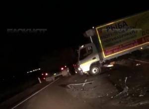 Три машины разворотило после страшной аварии на трассе Ростов-Волгодонск