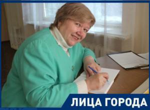 Поэтесса из Волгодонска Ирина Шимко готовит частушки на чемпионат мира по футболу