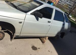 «Чёрные» автомеханники под покровом ночи сняли все колёса с «десятки» в Волгодонске