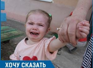 Соседи кидают в больных детей яблоками и выгоняют их со двора, - жительница Волгодонска Людмила Калина