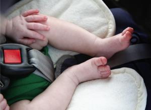 За оставление маленького ребенка в машине волгодонцев будут штрафовать