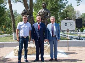 Президент Молдовы Игорь Додон открыл в Волгодонске первый в истории памятник дружбы Петра I и господаря Кантемира
