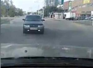 Волгодонской автолюбитель «выгнал» автомобиль со встречки