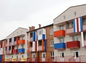 В Волгодонске бесплатные квартиры получили 13 ветеранов и 28 сирот