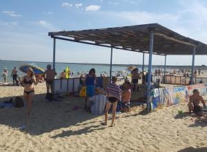 Цимлянский пляж заполонили сотни отдыхающих