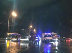 В Волгодонске на скользкой дороге ВАЗ-2104 влетел в автобус