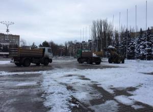 Площадь Победы в Волгодонске расчистили от снега в преддверии масленичных гуляний