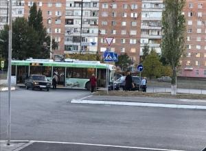 Троллейбус «протаранил» подрезавшую его легковушку в Волгодонске