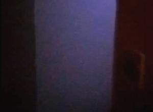 «Из подъезда выйти невозможно, все в дыму»: волгодончанка оказалась в заточении из-за горящей квартиры на В-17