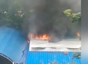 Пожар в летнем кафе в Волгодонске попал на видео