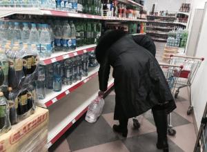 Волгодонцы массово скупают в магазинах питьевую воду