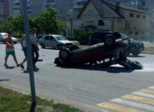 Двадцатилетний гонщик на «девятке» устроил аварию с несколькими «пируэтами» на проспекте Курчатова в Волгодонске
