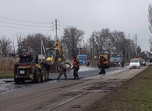 Не успели, но доделывают: ремонт дороги на Прибрежной идет ударными темпами