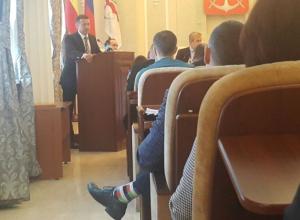 Зам Иванова по экономике слушал инвестора из Таганрога в «мармеладных» носках