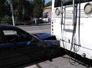 В Волгодонске легковушка влетела в троллейбус