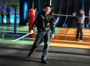 Сотрудники МЧС на спартакиаде трудящихся в Волгодонске показали как надо фланкировать казачьей шашкой и играть в волейбол