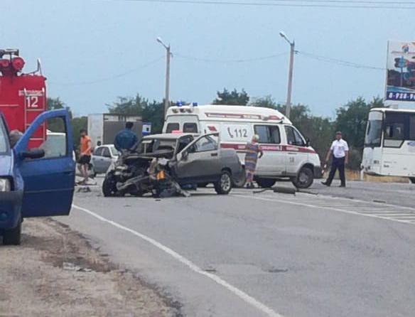 Таксист вылетел из машины после столкновения с «Патфайндер» возле поворота на базы отдыха