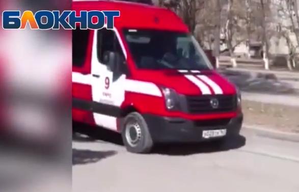 По Ленина проехал красный пожарный агитмобиль
