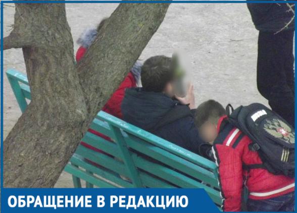 Прогуливающие школу дети пьют и курят на детской площадке, - волгодончанка