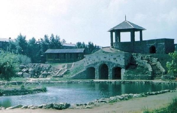 Волгодонск прежде и теперь: горка и пруд в парке