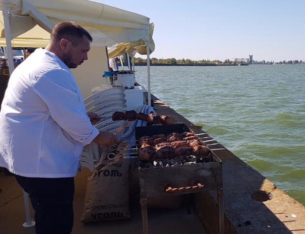 Тонну шашлыка съели гости фестиваля «Великий Шелковый путь на Дону»