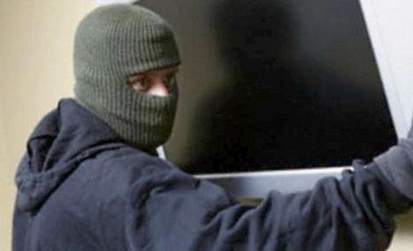 Из частного дома в старой части Волгодонска приезжий вор украл телевизор за 15 000 рублей