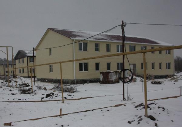 В Мартыновке для сирот 10 лет строят  дома с дорогим электрическим отоплением