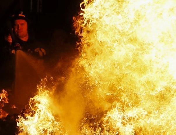 11 человек тушили пожар в частном доме в станице Романовская