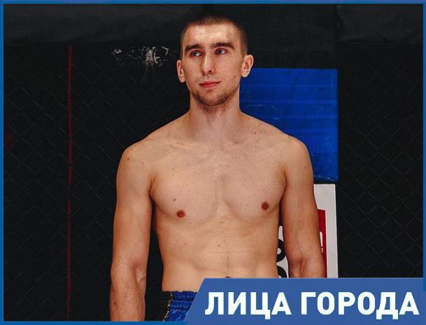 Я тренируюсь шесть раз в неделю по три часа в день, - тайский боксер Антон Бородавкин