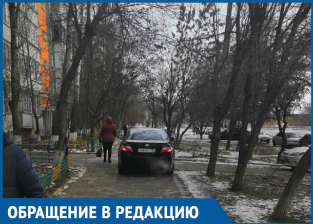 Водитель Тойоты решил проехать по пешеходной дорожке в Волгодонске