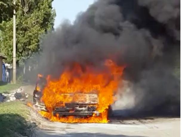 «Фольксваген» сгорел дотла на улице Маяковского
