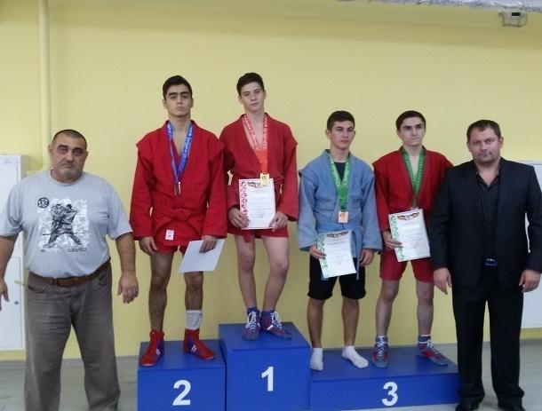 Россыпь наград получили самбисты Волгодонска на двух областных соревнованиях