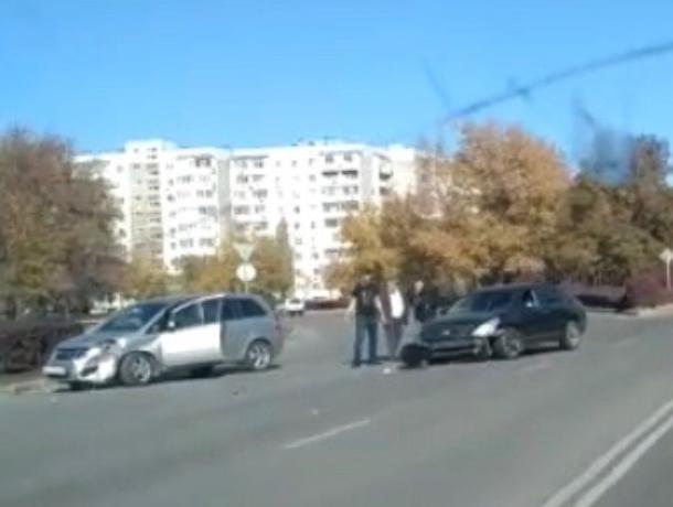Две иномарки столкнулись в Волгодонске