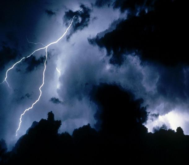 ВРостовскую область возвращаются дожди сгрозами и необычайным ветром
