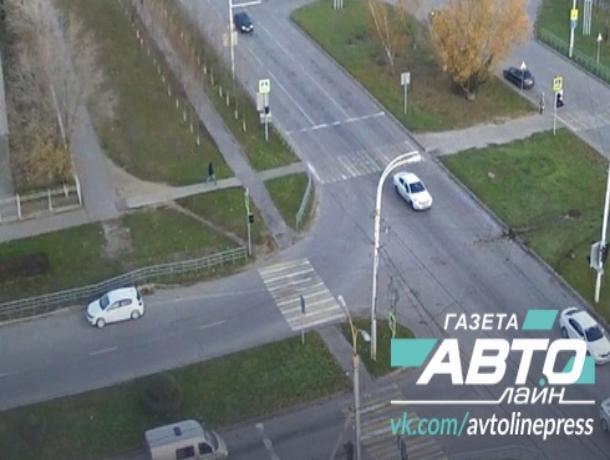 «Челлендж продолжается»: «Опель» пролетел через разделительный газон проспекте Курчатова