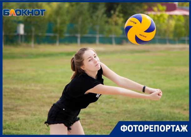 «Фиксики» обыграли «Созвездие» на турнире по пляжному волейболу