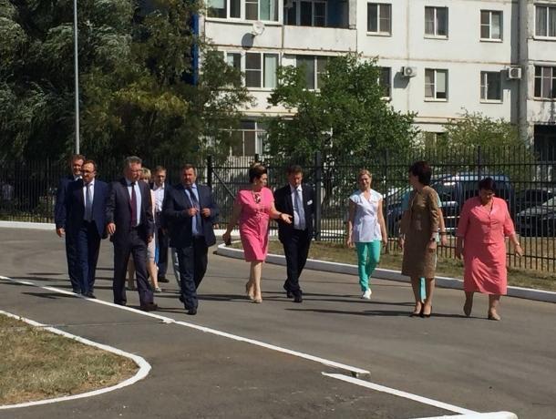 Замгубернатора Сергей Бондарев и министр здравоохранения Татьяна Быковская прибыли в Волгодонск